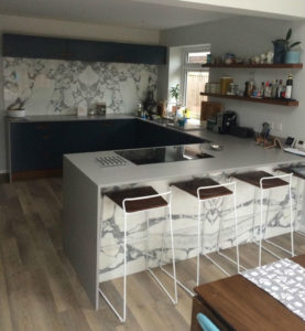 Marble and navy kitchen